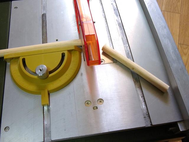 プロクソン・スーパーサーキュラソウテーブルで丸棒を10cmサイズにカット