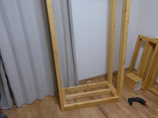 水槽台の支柱をすべて取り付けて立ててみました