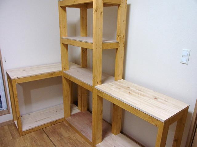 全ての水槽台に天板&棚板をセット