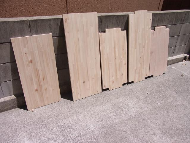 自作水槽台の棚板&天板の木屑を拭き取った後は水分が残らないように十分に乾かしました!
