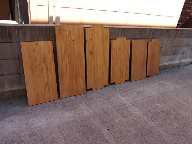 一度目のニス塗を終えた棚板&天板