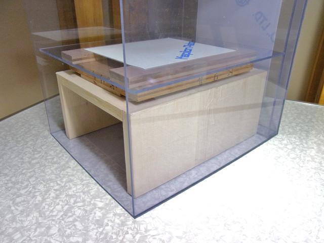 自作塩ビ濾過槽に仕切板をセット
