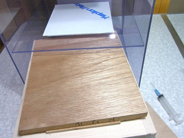 自作塩ビ濾過槽への仕切板の取り付け作業
