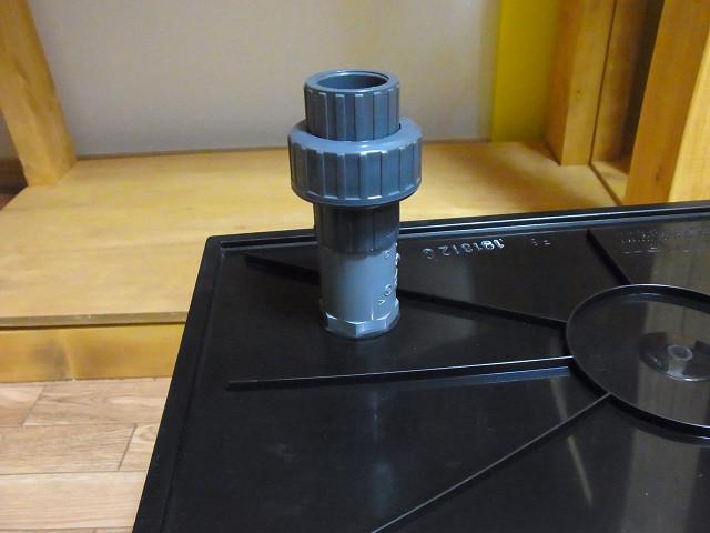 多段連結オーバーフロー水槽にユニオン継手(HSユニオン)を接続
