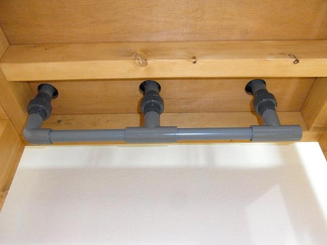 水槽台にセットし配管を取り付けてみました