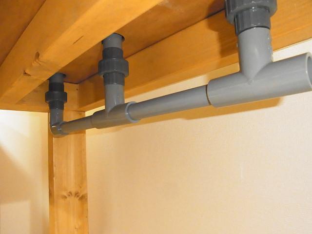 多段連結オーバーフロー水槽の下段の水槽の排水配管
