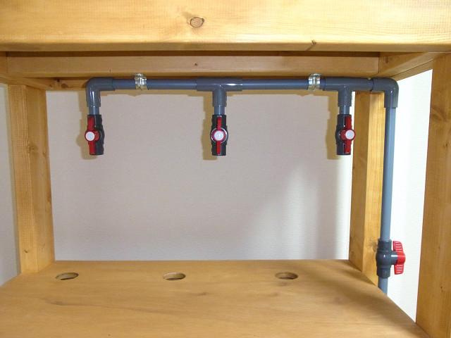 水槽台を使ってオーバーフロー水槽の給水配管を仮組み