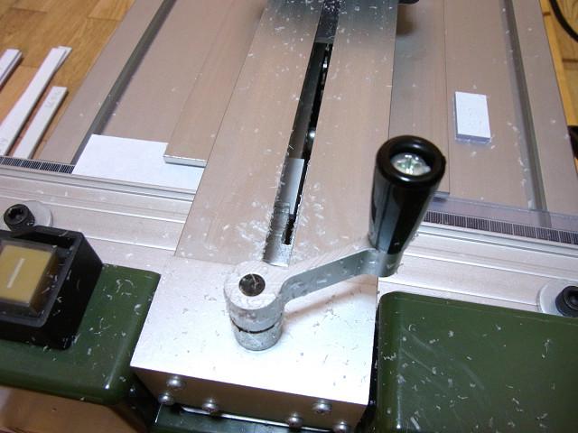 プロクソンのスライドソウSS630で塩ビ板をカット