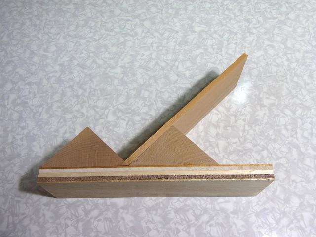 塩ビ三角補強棒を取り付けるための作業台(治具)