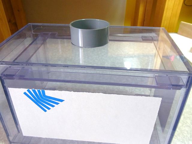 塩ビキャップを自作ウールボックスの本体に接着しました