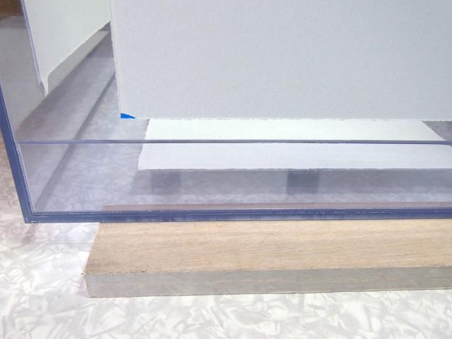 自作濾過槽への補強板の取り付け作業