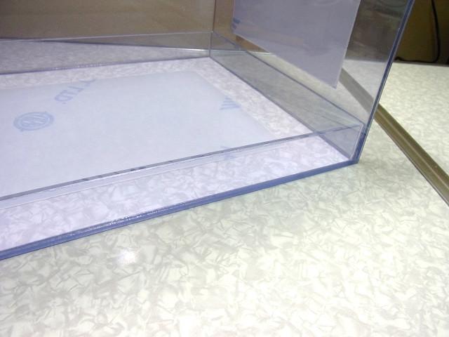 自作濾過槽に取り付けた補強板