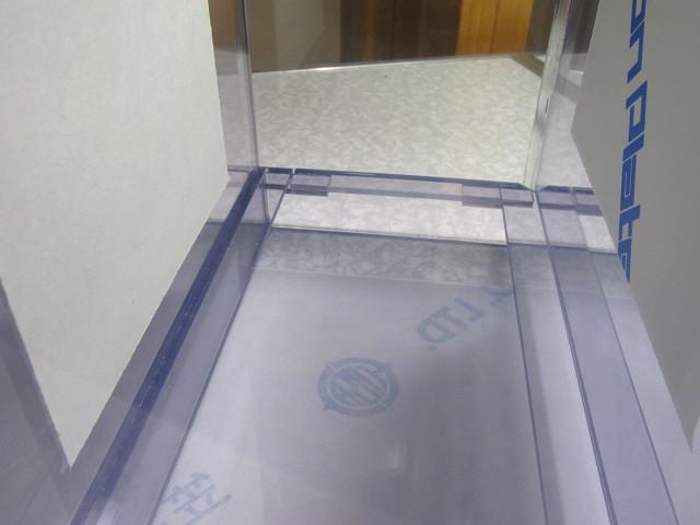 自作塩ビ製濾過槽へのスノコの取り付け作業