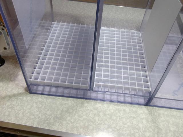 自作塩ビ製濾過槽へのルーバー(スノコ)の取り付け