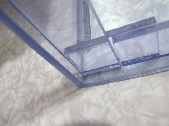 自作塩ビ濾過槽へのフタ受けの取り付け作業