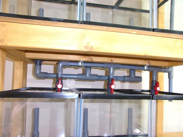 多段連結オーバーフロー水槽の配管