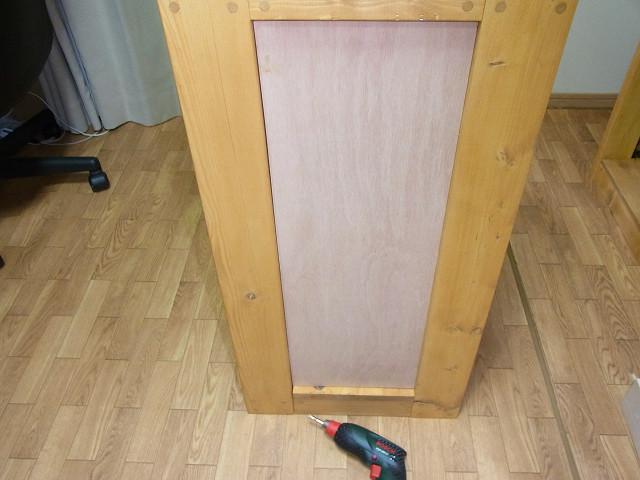 水槽台に側板のベニアをセット