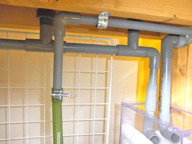 多段連結オーバーフロー水槽のメインポンプからの配管