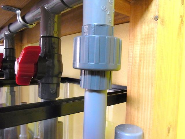 多段連結オーバーフロー水槽のユニオン継手