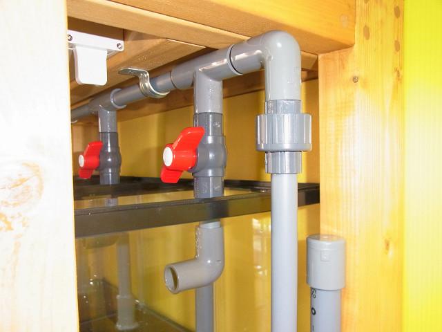 多段連結オーバーフロー水槽の水槽への給水配管