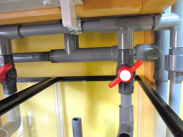 多段連結オーバーフロー水槽の排水配管