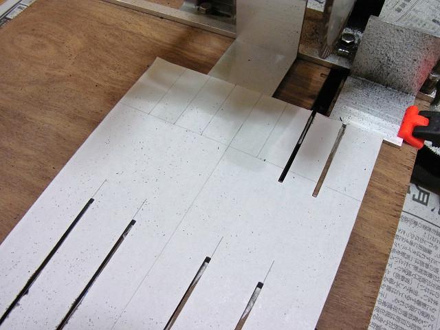 水槽用コーナーカバーのスリット加工