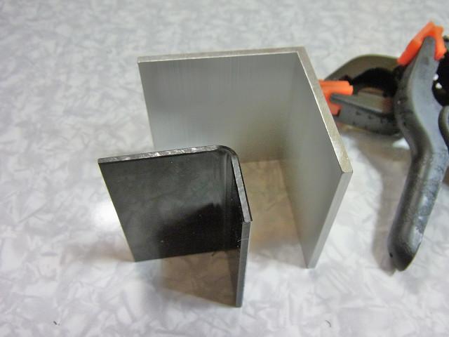 水槽用コーナーカバー塩ビ板の曲げ作業