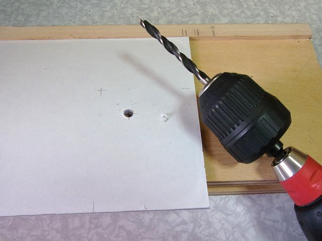 自作ウールボックスのフタの排水パイプを通す部分