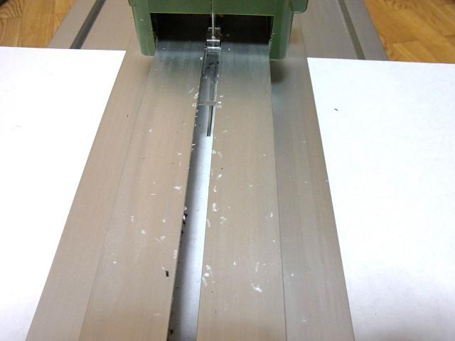 スライドソー(プロクソンのスライドソウ SS630)で塩ビ板をカット