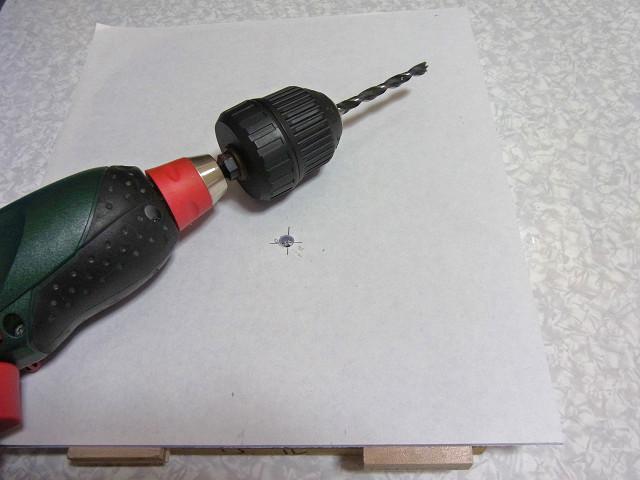 自作濾過槽のフタの穴開け作業