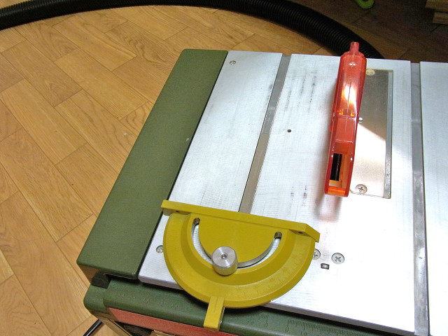 スーパーサーキュラーソウテーブルの作業用補助テーブル