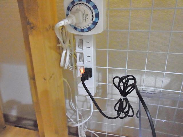 自作のオーバーフロー水槽のメインポンプの電源をオン