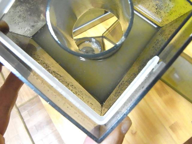 海道システムのプロテインスキマーのゴミ受けカップ