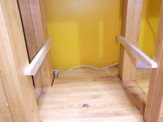 自作水槽台の棚板受け