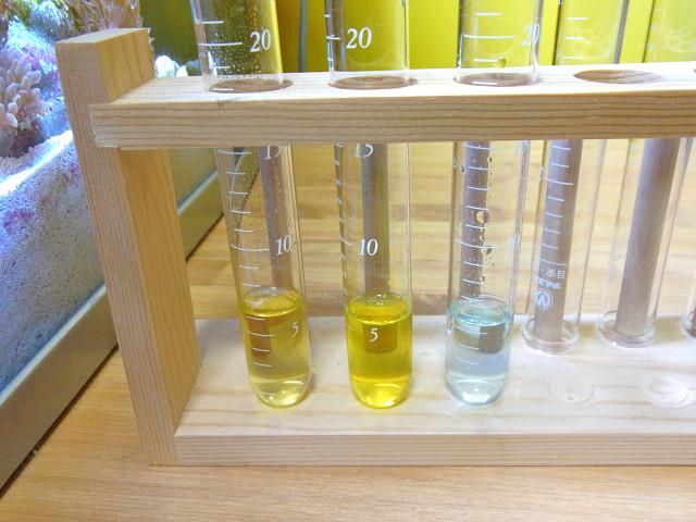 試薬を使って海道システムの水質をチェック